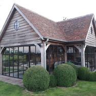 Poolhouse met stalen - smeedijzeren ramen en deuren
