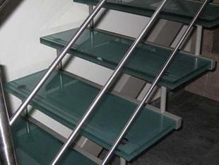 glazen trappen en trapleuningen