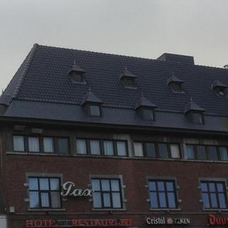 Dakpannen en dakkapellen - café Pax Hasselt