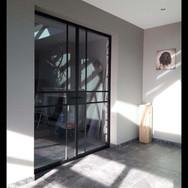 Dubbele stalen deur met moderne look