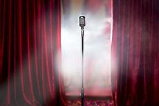 Theater gordijn met microfoon