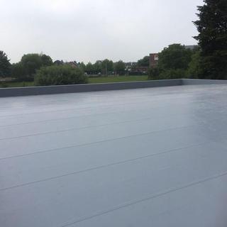 Rhepanol en PIR-isolatie, voor een kwalitatief en energetisch dak van een nieuwbouw in een school
