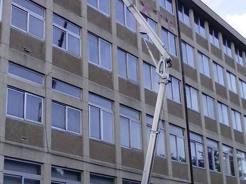Lavage de vitres de commerces et de bureaux