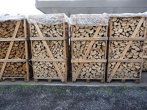 brandhout bij Brandstoffen Vantomme in Wervik bij Ieper