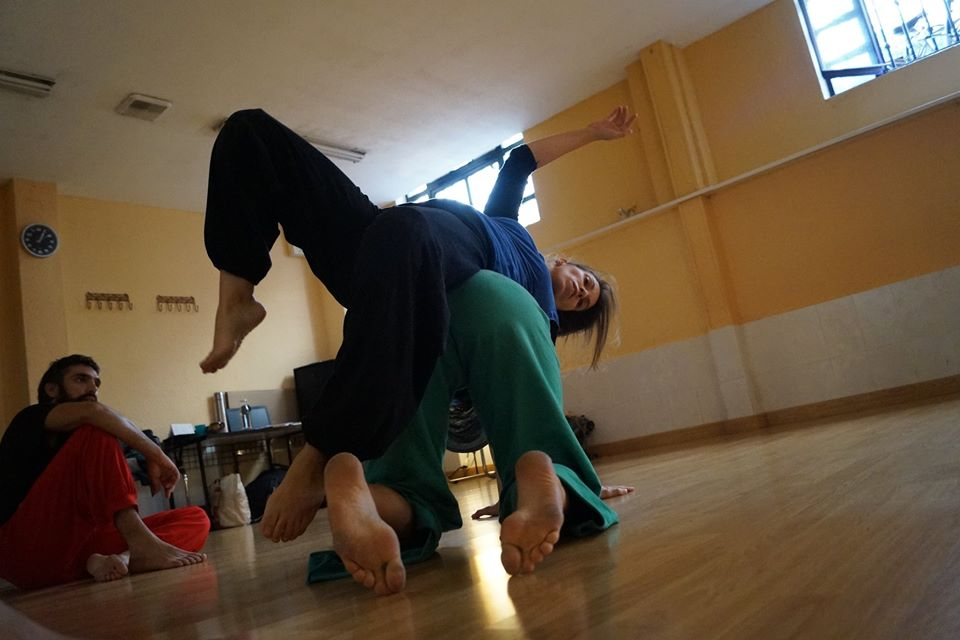 Danza contact improvisación.
