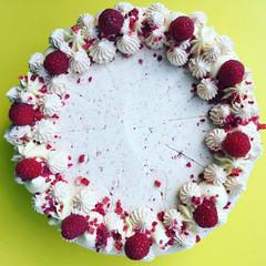 Lemon & Berry Cake