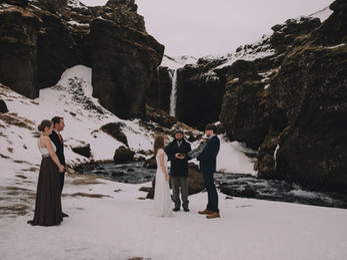 Iceland winter elopement -35.jpg