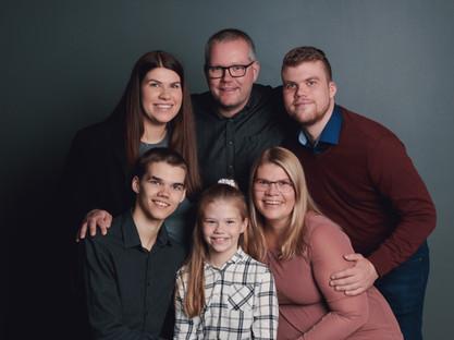 Iceland family portrait-37.jpg