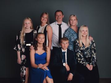 Iceland family portrait -53.jpg