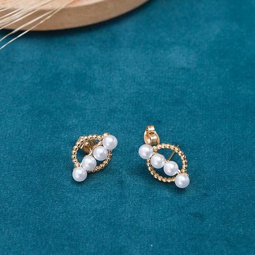 boucles d'oreilles pour femme rondes avec 4 perles blanches alignées sur le centre