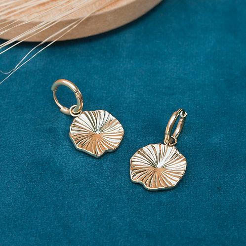 mini créoles en acier inoxydable doré avec pendentif en forme de fleur