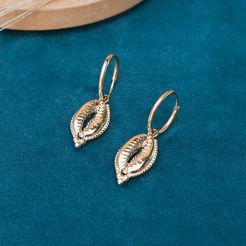 boucles d'oreilles mini créoles avec pendentif gros coquillage doré