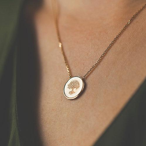 collier en plaqué or pour femme avec une médaille ronde patiné et un arbre gravé à l'intérieur