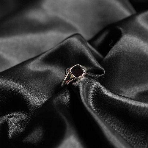 bague chevalière fine pour homme avec une pierre carrée noir imitation onyx