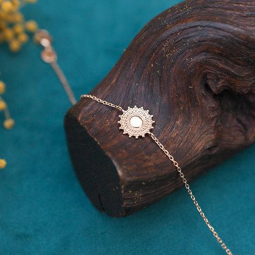bracelet en plaqué or style ethnique pour femme avec pastille ciselée
