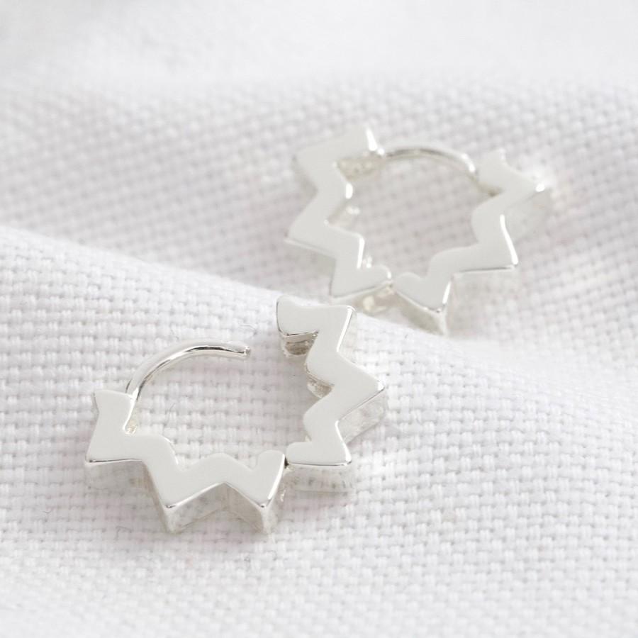 star-huggie-hoop-earrings-in-silver-o21a