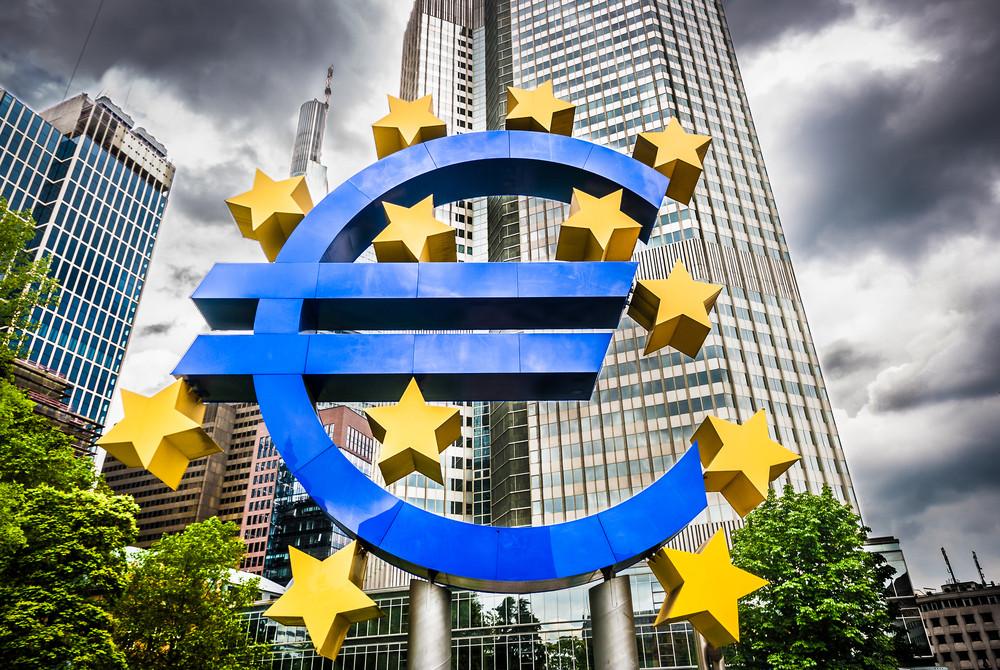 Placemente Privé Euro et gestion des risques financiers par couverture derivés de taux et de change