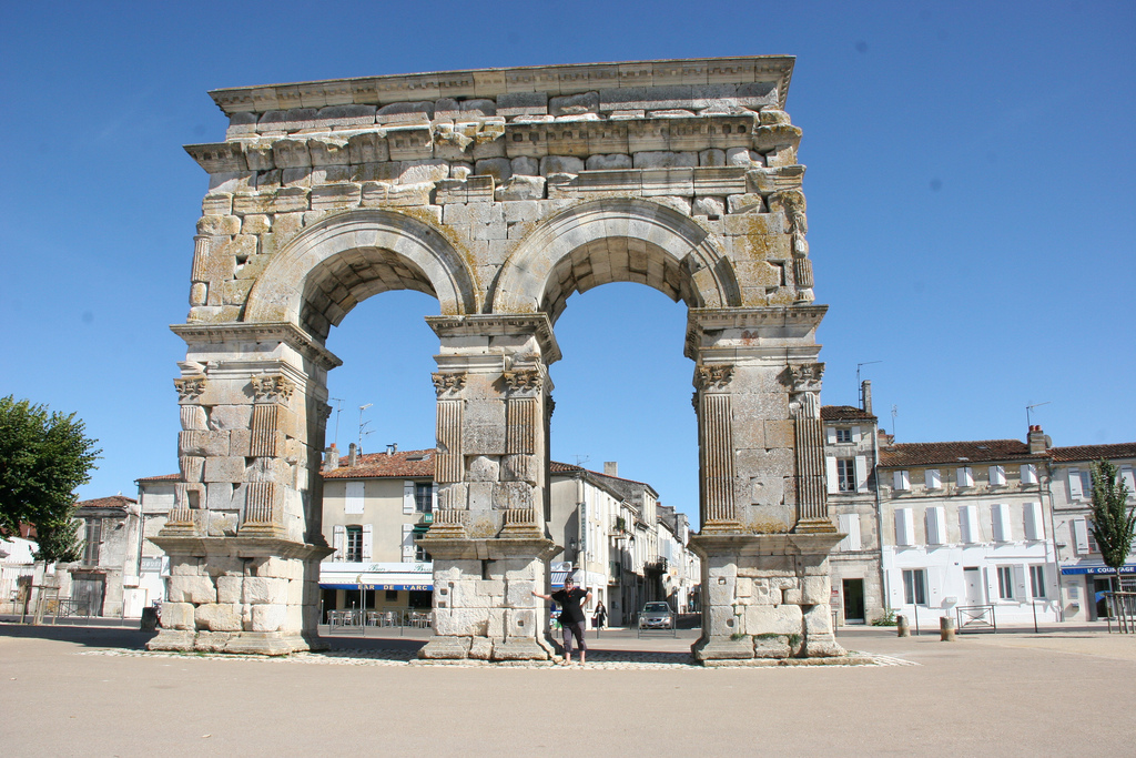 Arc de Germanicus ( à 15 mins )