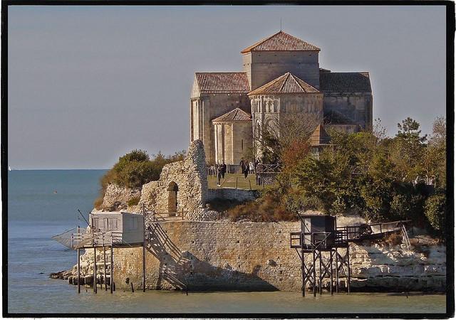 Talmont sur Gironde ( à 40 mins )