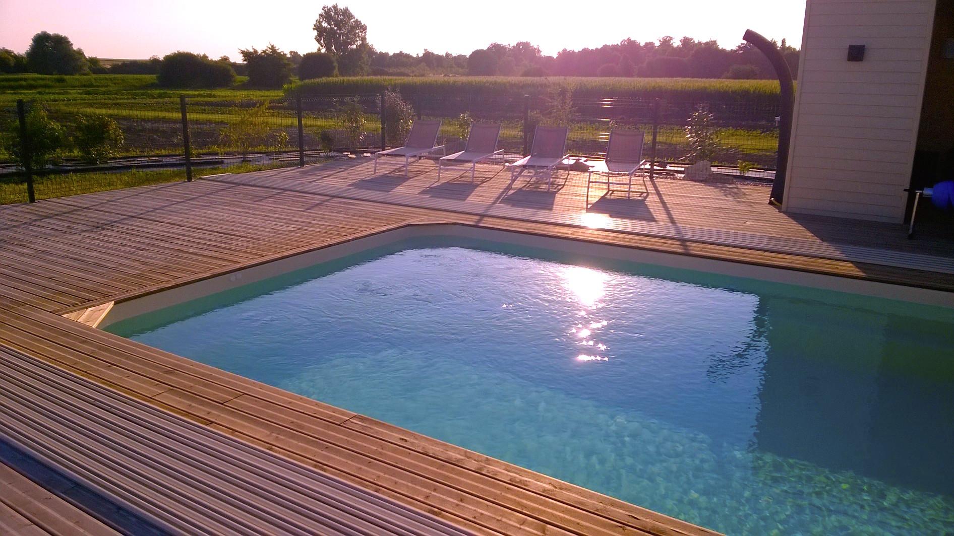 La piscine sans la couverture