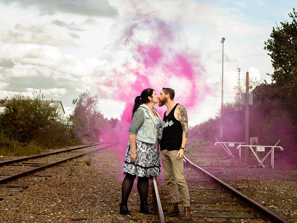 séance photo couple avec fumigène rose