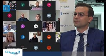 """Преустройство на производството, общи проекти между компании за износ, нови дистрибутори и клиенти са част от първите представени резултати по време на пилотното издание на експортната програма.  Пилотното издание на обучителната програма на Еxport Hub Bulgaria – EXPO1, приключи със закриващо онлайн събитие, на което 15-те компании – участници в програмата – Кардинал Байтс, Биостайл, Ентегра, ТехноЛогика, Иноксис, Автоматизация на Дискретното Производство – Смолян, Сингъл Селд, Европак България М, Конвой-Уорлд, Дейзи Тех, Елджой, Пирос, Аяли Груп, Инова БМ, Айкхорн и Ко, споделиха напредъка съвместно със своите ментори.  На живо от студио Clubhouse на София Тех Парк събитието бе открито от изпълнителния директор на Изпълнителната агенция за насърчаване на малките и средните предприятия – инициатор на Export Hub Bulgaria, д-р Бойко Таков и г-н Тодор Младенов, изпълнителен директор на София Тех Парк – организацията, домакин на събитията от ЕXPO1.  В събитието участие взеха още лекторите на програмата, които в рамките на 3 месеца проведоха 12 интензивни теоретични сесии по най-важните въпроси, касаещи експортно ориентираните предприятия. За да споделят своите опит и знания, в програмата се включиха представители на Службите по търговско-икономически въпроси от приоритетни за компаниите страни, като представиха възможностите за износ на конкретните потенциални пазари.  """"Искам да благодаря на абсолютно всички, които имаха отношение в процеса – на компаниите, меноторите, лекторите, на всички наши партньори, на службите по търговско-икономически въпроси и екипа на ЕХБ в Агенцията. Заедно доказахме, че с общи усилия можем да постигнем сериозни резултати по отношение на подкрепата на компаниите"""", коментира изпълнителният директор на ИАНМСП –  д-р Бойко Таков.  """"Радвам се, както аз, така и екипа на София Тех Парк, че сме част от тази инициатива. Нямаме търпение да видим напредъка на компаниите, а също така и да видим и кои инструменти в програмата бяха най-ефективни, да напра"""