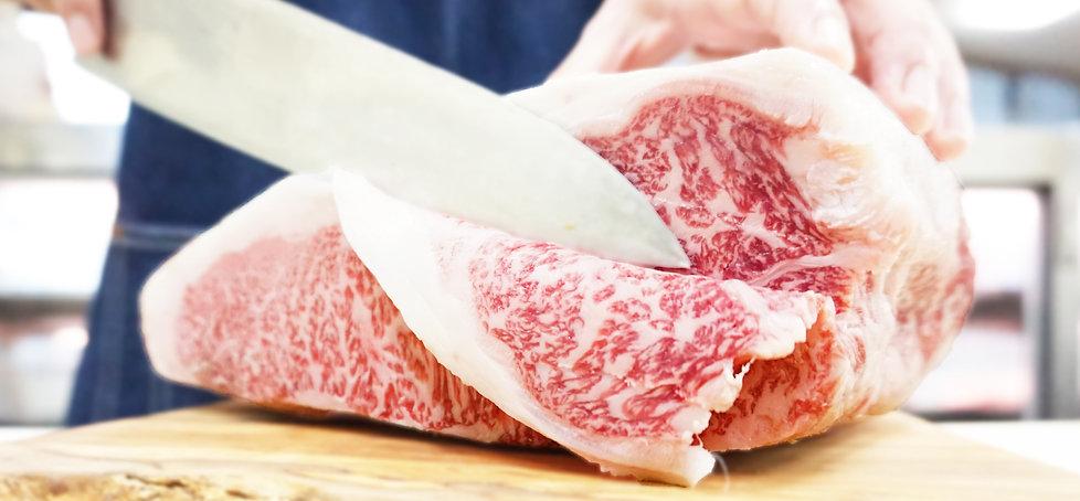 肉を切る3.jpg