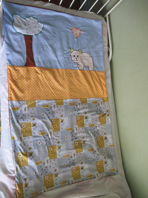 couverture bébé enfant inspiration patchwork bleu jaune appliqué ours