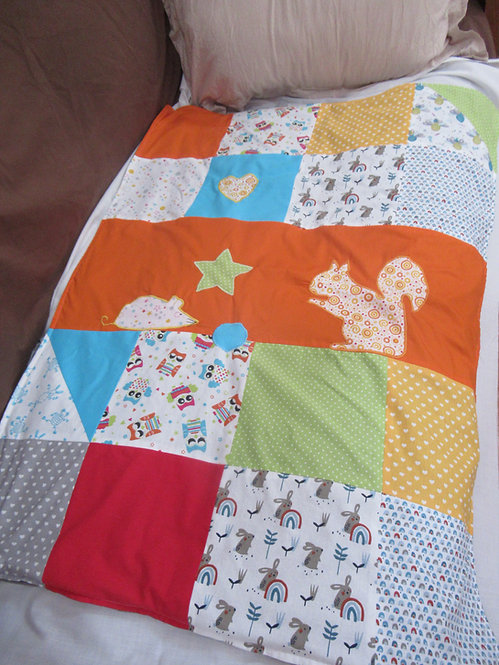 petite couverture bébé enfant patchwork orange appliqué écureuil