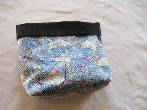 grand pochon rangement en tissu noir et bleu