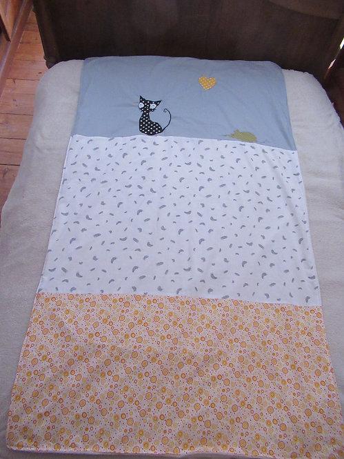 couverture bébé enfant inspiration patchwork gris jaune appliqué chat