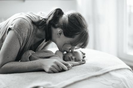 Clara - Neugeborenenfotos zuhause - eine kleine Homestory