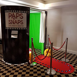 Paps & Snaps Black Booth