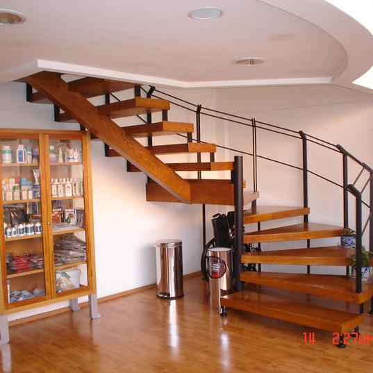 Escaleras 2 do piso.JPG