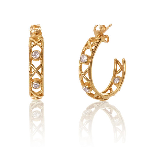 18ct yellow gold Kiss Hug hoop earrings with white diamonds