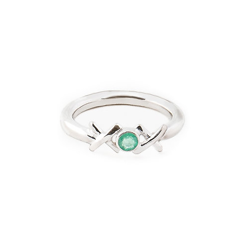 Sterling silver Kiss Hug Kiss ring with emerald