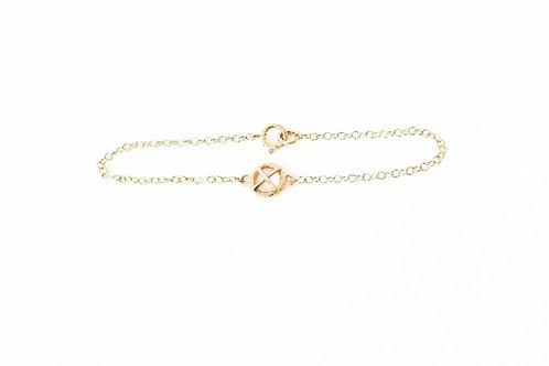 Small 9ct yellow gold Kiss hug bracelet x1