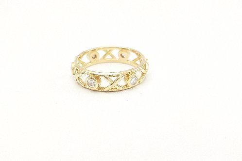 18ct yellow gold fine Kiss Hug ring set with round white diamonds
