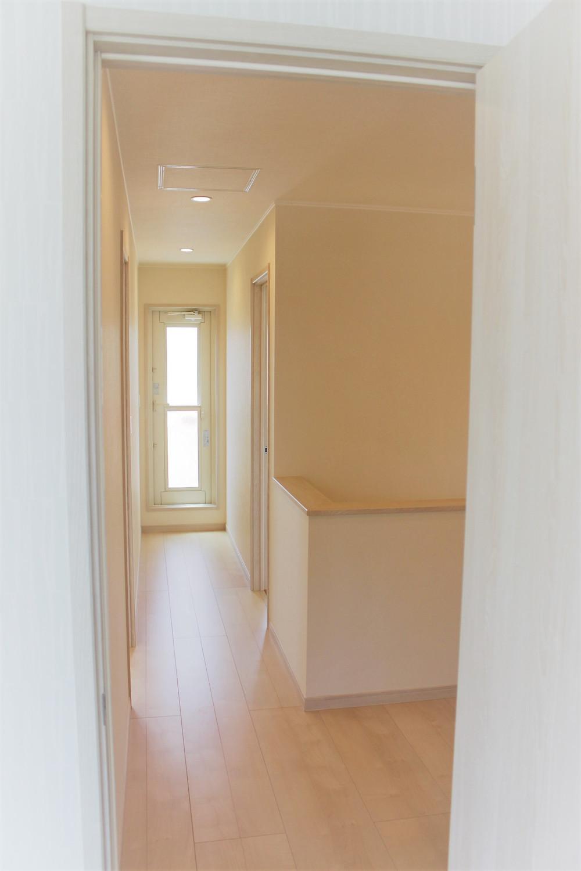 2階ホール部分 部屋を通らずに行けるベランダも