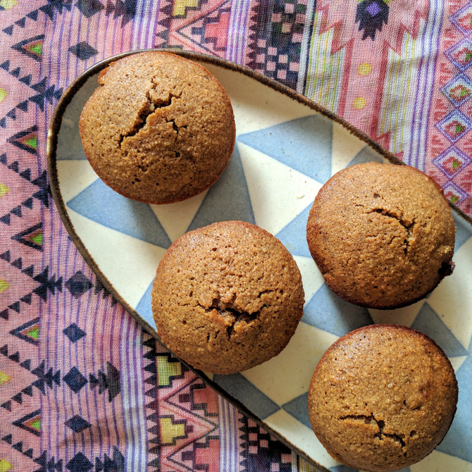 Carob, cardamon and almond cakes