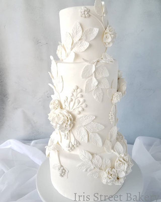White Wedding Cake_💟Definitely in love