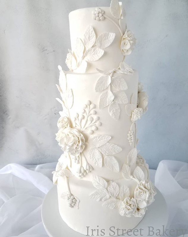 White Wedding Cake_💟Definitely in love