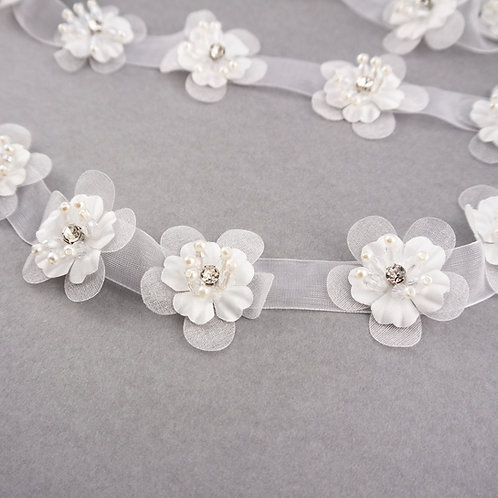 Blütenband aus Organza in ivory mit Strass & Perlen