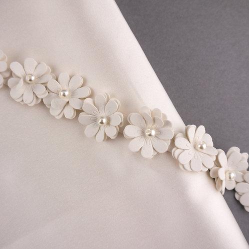 Blütenband aus Kunstleder mit Perle