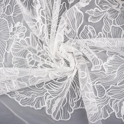 Tüll-Stickerei mit großen Blüten