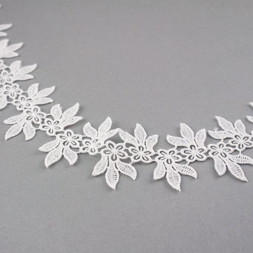 Filigrane Spitzenborte mit Blüten und Blätter Motiv, feste Qualität