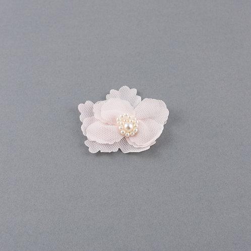 Blüte aus Chiffon und Tüll mit Perlen, rosé