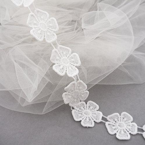 Spitzenborte mit einfachem Blüten-Motiv