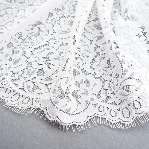Spitze mit dichtem Muster und  Bogenkante, Farbe Ivory hell