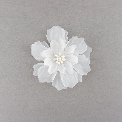 Große mehrlagige Blüte mit Perle